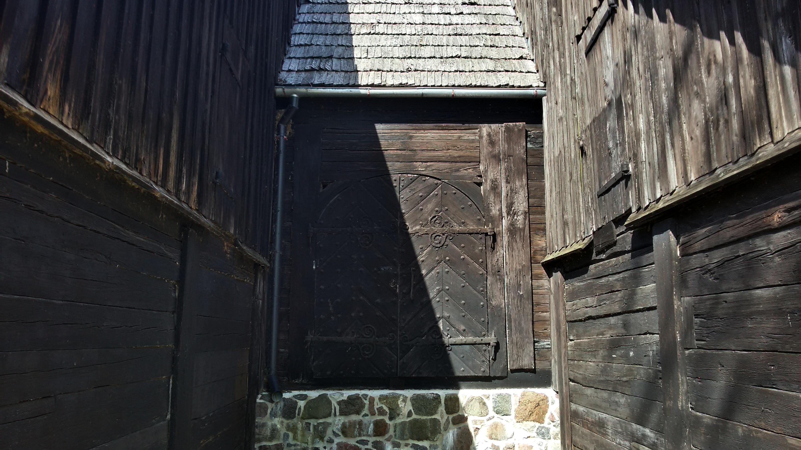 Ворота амбара со стороны набережной.