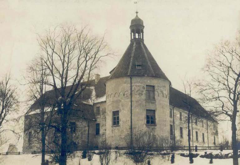 Яунпилсский замок в 30-еы годы.