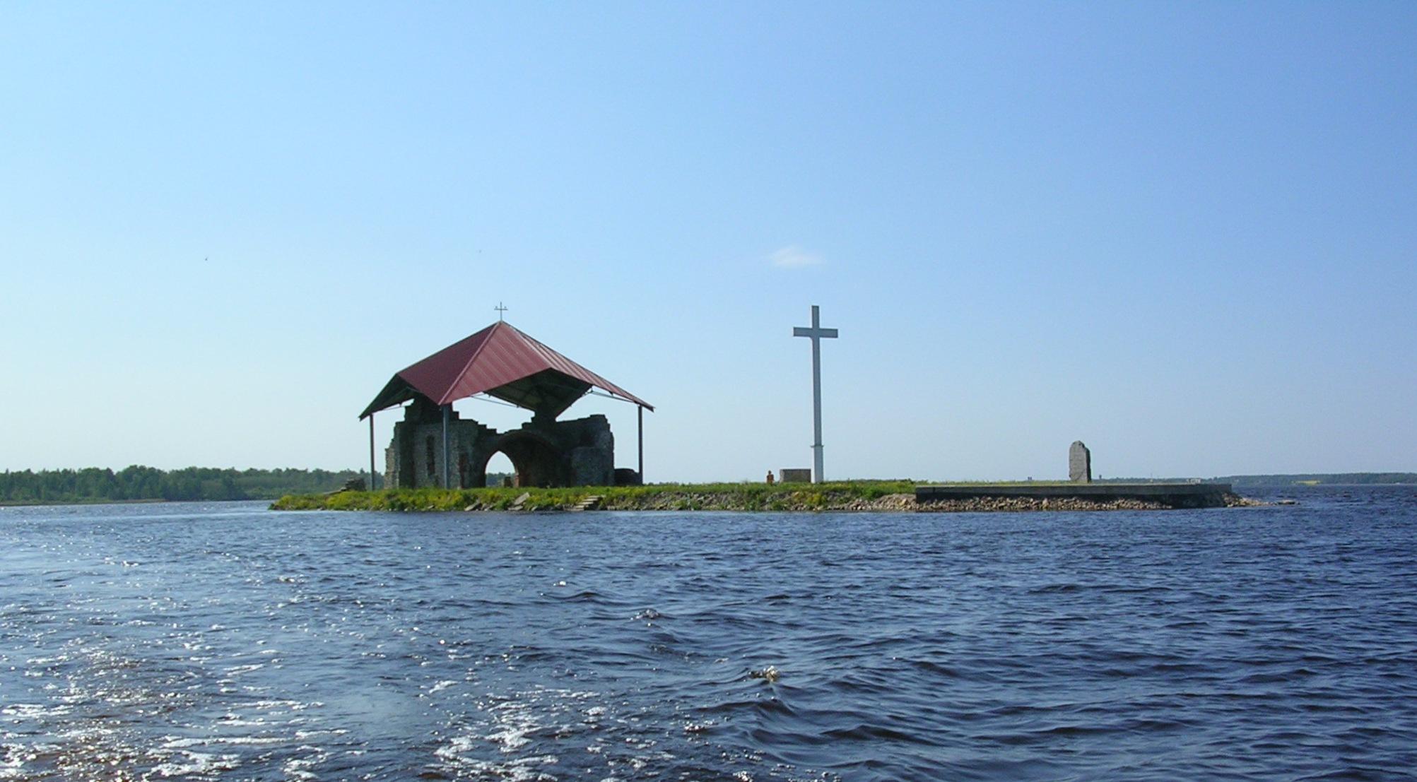 Вид на развалины Икшкильской церкви.