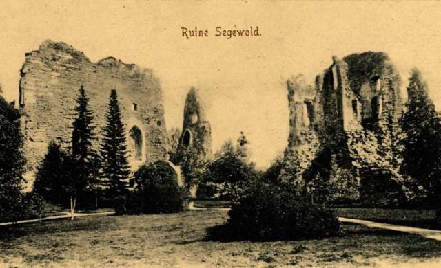 Сигулдский замок на открытке начала ХХ века.