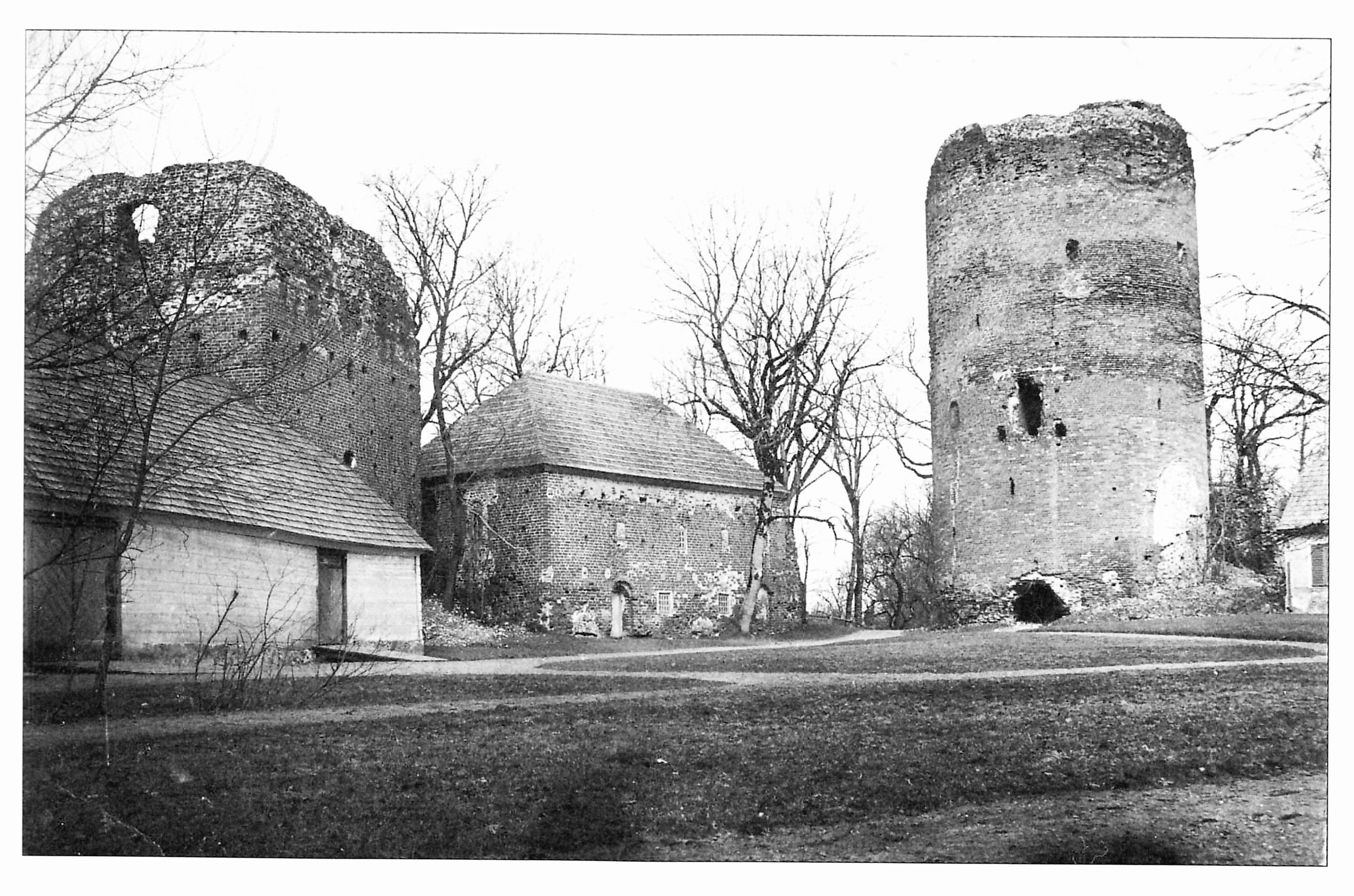 Развалины Турайдского замка. Открытка 20-30-ых годов ХХ века.